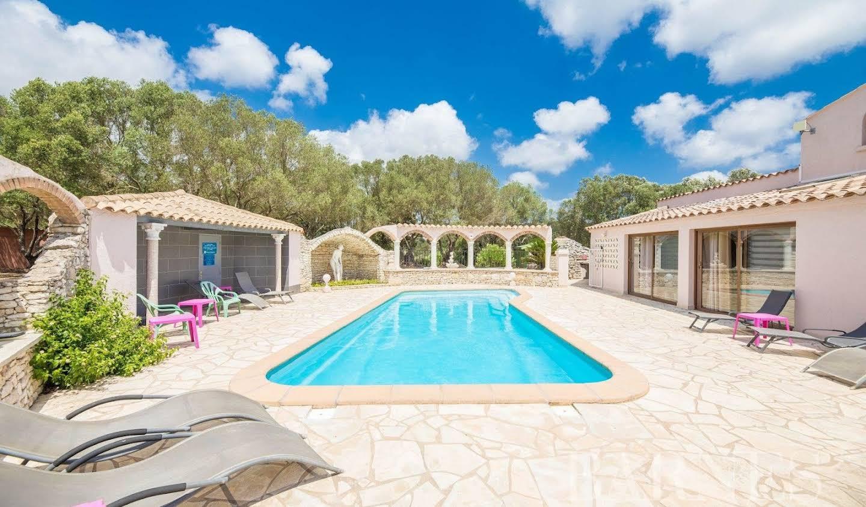 House with pool Bonifacio