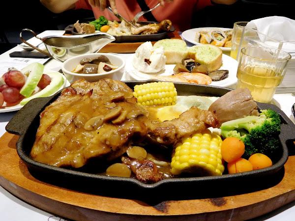 用餐環境寬敞舒適,採光明亮座位也多 點一份排餐就可享用自助沙拉吧吃到飽 位在西門町交通方便,聚餐約會都適合