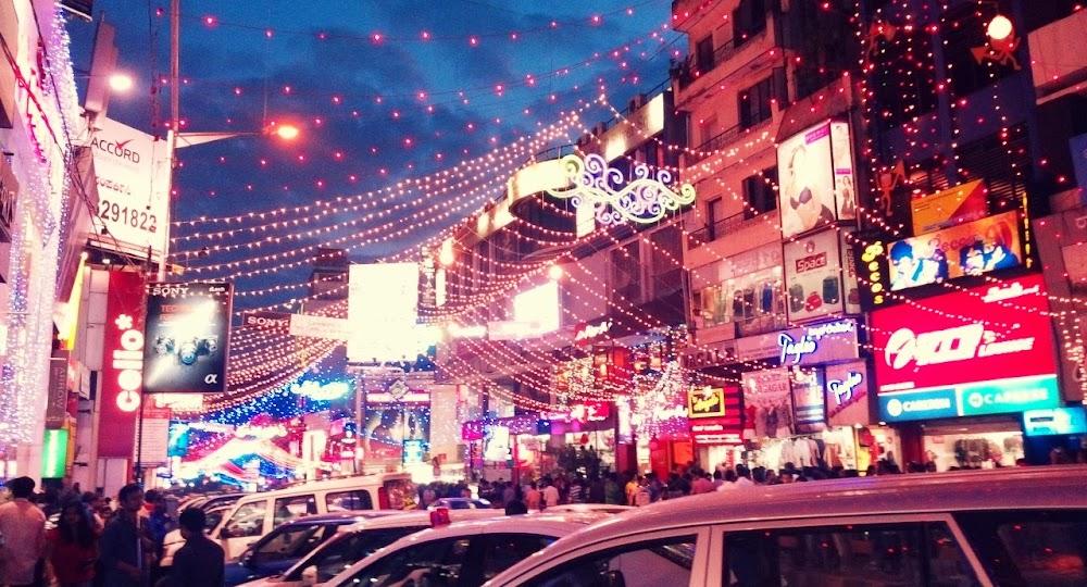 christmas-decor-shopping-in-bangalore_brigade_road