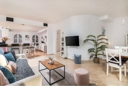 Urbanizacion Pinos de Aloha Serviced Apartment
