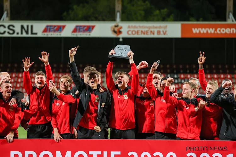🎥 Wat een ontknoping! In Nederland viert Go Ahead Eagles nadat ze zelf concurrent misstap zagen maken na regenval