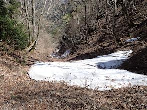北斜面の谷間に残雪(涼しい風が)
