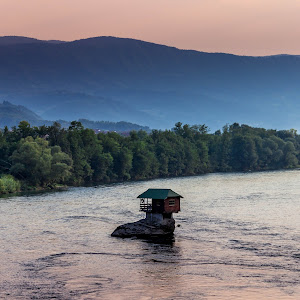 house into the middle of river Drina.jpg
