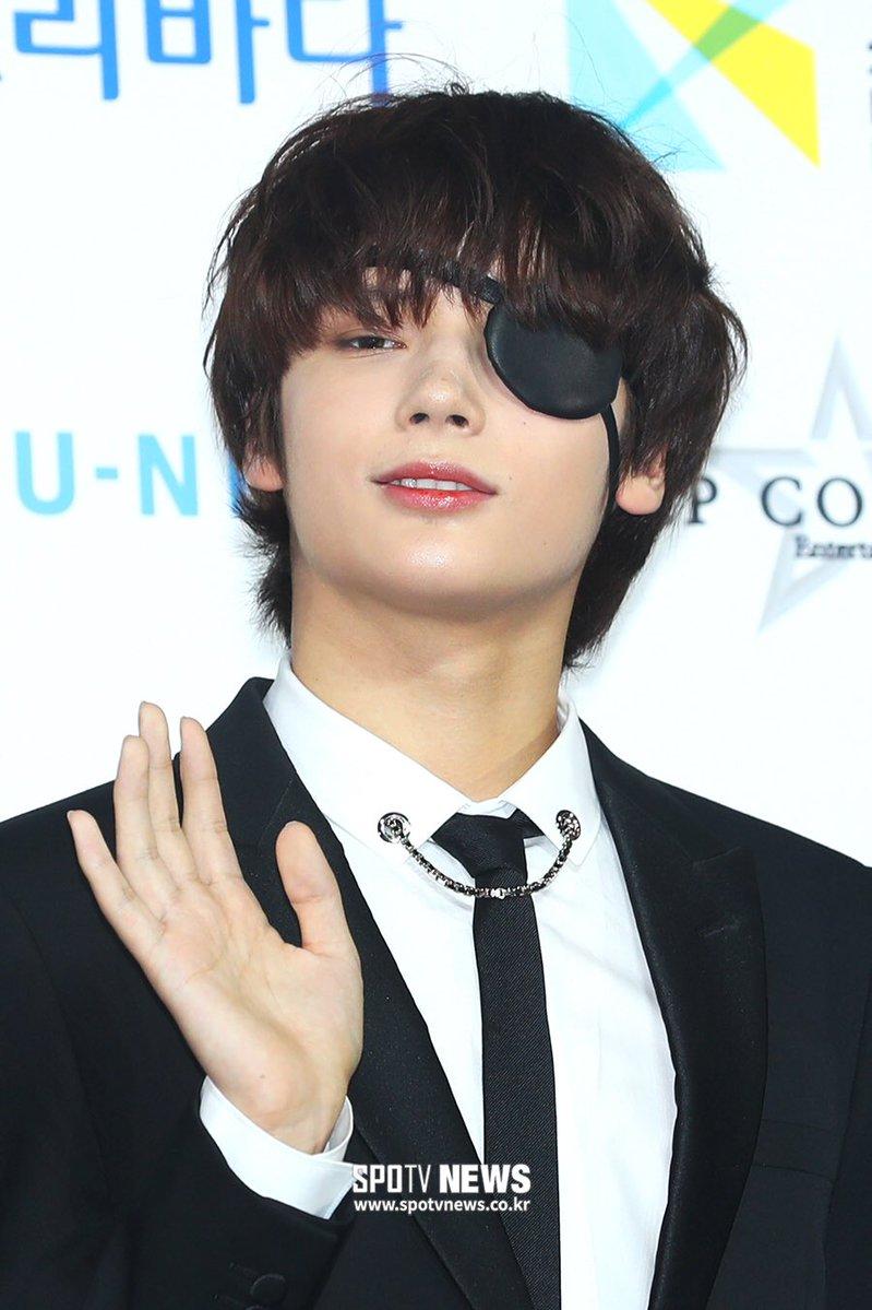 Повязка Хюнин Кая из TXT сделала его похожим на персонажа аниме - K-POP
