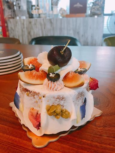 每道菜都是美味與顏值兼具的藝術品 每一口都吃得到挑選食材和烹調的用心 大推薦一定要試試闆娘的甜點! 戚風蛋糕超級好吃