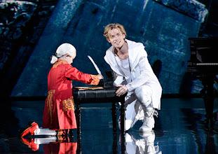 Photo: Wien/ Raimundtheater: MOZART - das Musical. Premiere 13.9.2015. Lucas MacGregor, Oedo Borchert. Copyright: Barbara Zeininger