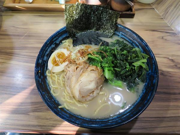 麵處小林 高雄店 -- 師承日本橫濱家系,湯頭濃郁醇厚口味道地又實在的拉麵。