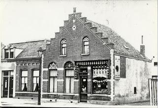 Photo: 1932 Haagweg 168 voorheen Bredascheweg 124 Achter de deur van de fruit- en groentewinkelstaat mevrouw C.M. van den Kieboom-van Gurp, de moeder van mevrouw A. van den Kieboom.