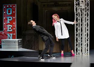 Photo: BURGTHEATER/ Kasino: DOSENFLEISCH von Ferdinand Schmalz. Premiere 18.9.2015. Inszenierung: Carina Riedl. Timo Hillebrand, Frida Lovisa Hamann. Copyright: Barbara Zeininger