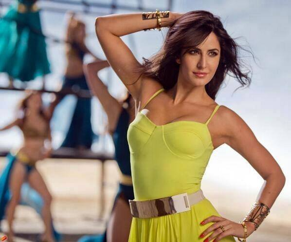 Katrina Kaif HD still from Dhoom 3, Katrina Kaif in green dress dhoom 3