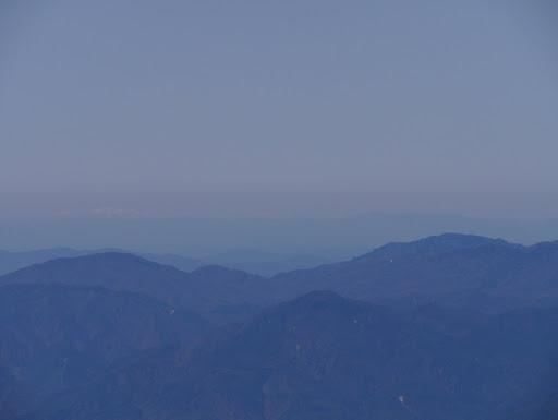左に能郷白山、右に平家岳など