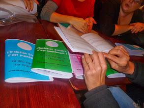 Photo: Les signatures, regroupées dans des petits cahiers...