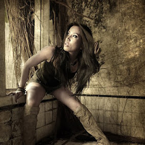 Tomb Rider by Toar  Palilingan - People Fashion