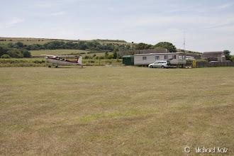 """Photo: """"Tårnet"""" på Bembridge. Selv på små flyplasser som denne har de ofte bemannet radio."""