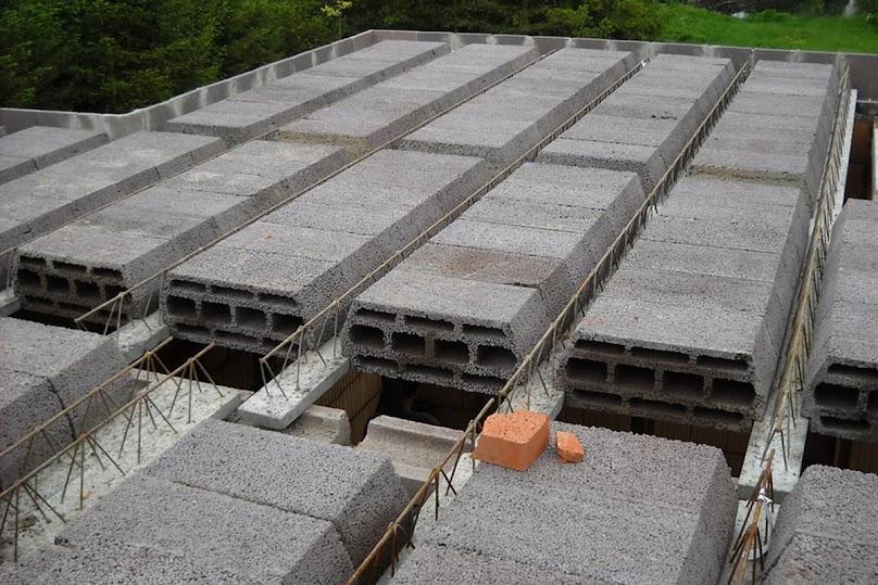 Stropy gęstożebrowe to konstrukcje prefabrykowane-monolityczne