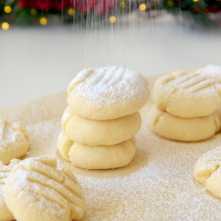 Cornstarch Snowflake Christmas Cookies.