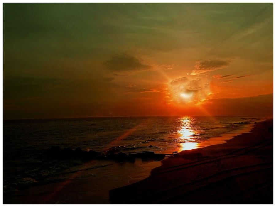 Sundown on the ocean... by Morris Kleyman - Digital Art Places ( time, colors, nature..., digital art, places, compositions,  )