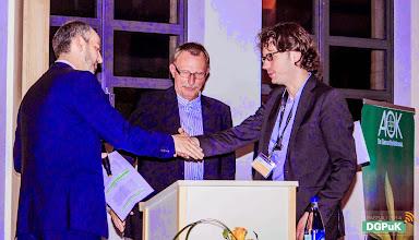 Photo: DGPuK 2014 Gala-Abend in der Innsteg-Aula  Preisverleihung: Zeitschriftenpreis: 2. Platz: Marco Dohle (rechts)   Foto: Janertainment Janine Amberger