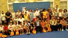 Miembros de la Diputación con los niños saharauis y sus familiares