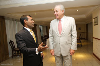 Photo: President Nasheed meets the Commonwealth's Special Envoy, Sir Donald McKinnon