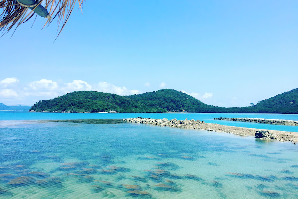 Swim and relax at the secluded bay of Koh Tan
