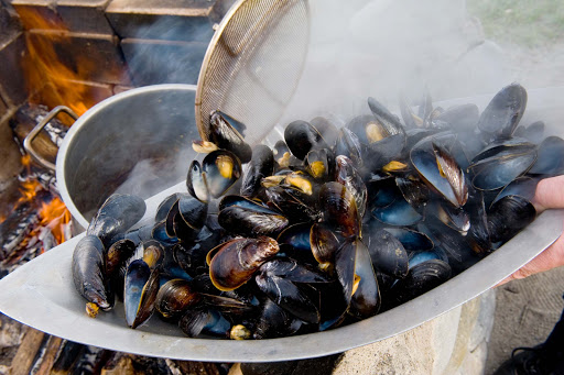 halifax-mussels-white-point-doggie-walk.jpg - Barbecuing mussels at White Point Beach Resort in Halifax, Nova Scotia.