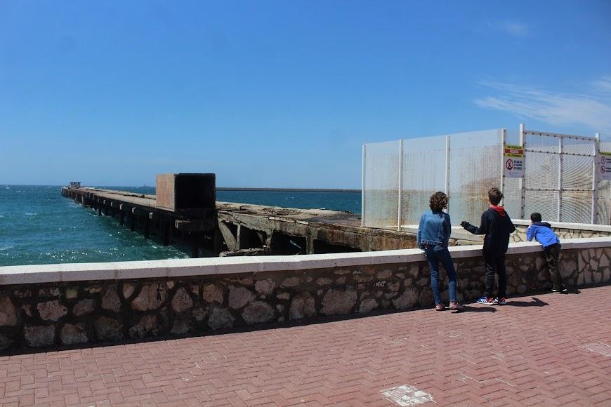 Visionando el Cable Francés, ubicado al inicio del Paseo Marítimo.