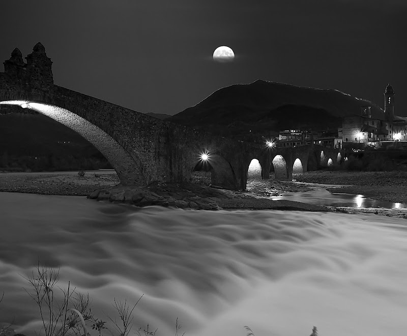 Bobbio by night. di Naldina Fornasari