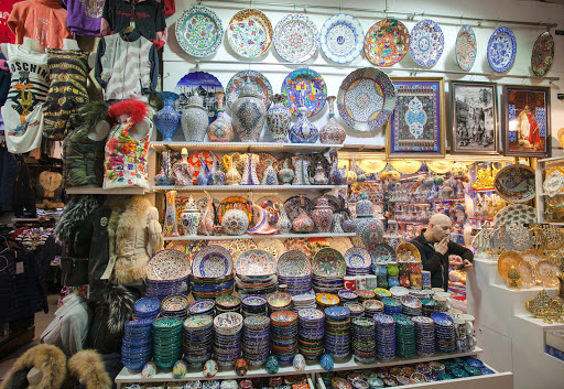 grand-bazaar-ceramics.jpg - A shop selling colorful ceramics and decorative items in the Grand Bazaar in Istanbul.