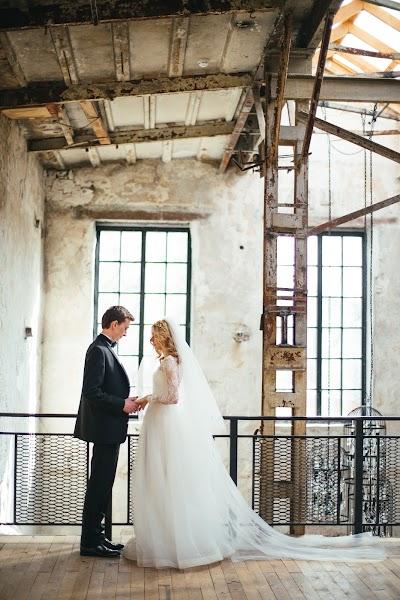 Wedding photographer Nastya Ladyzhenskaya (Ladyzhenskaya). Photo of 21.04.2016