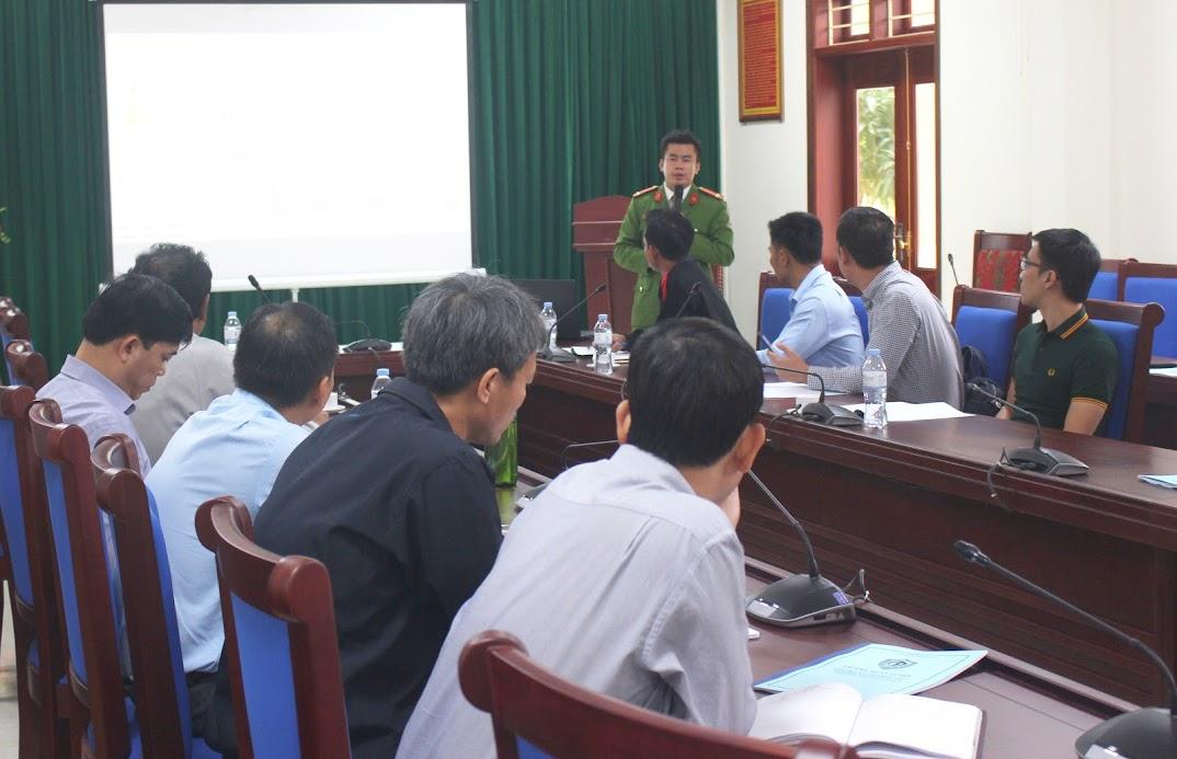 Các giảng viên truyền đạt kiến thức về PCCC cho lực lượng PCCC chuyên ngành