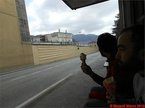 Photo: Mar_DSCN0570 come vecchi guardiamo il passeggio col gelato