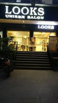 Unique Looks Unisex Beauty Salon photo 1