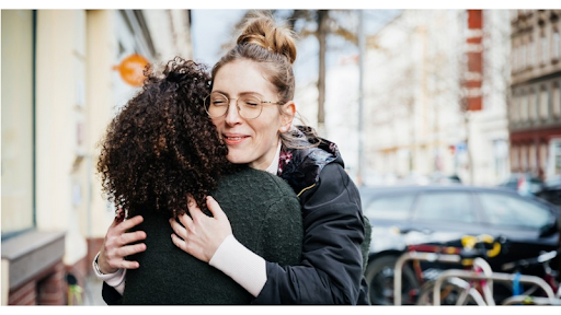 Government, Doctors Warn Brits Against Hugging Even After Restrictions Lifted