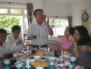 Photo: Bạn Trần Văn Hồi K7 CT đang say sưa kể lại kỉ niệm xưa trong giờ học Văn với cô Diệp