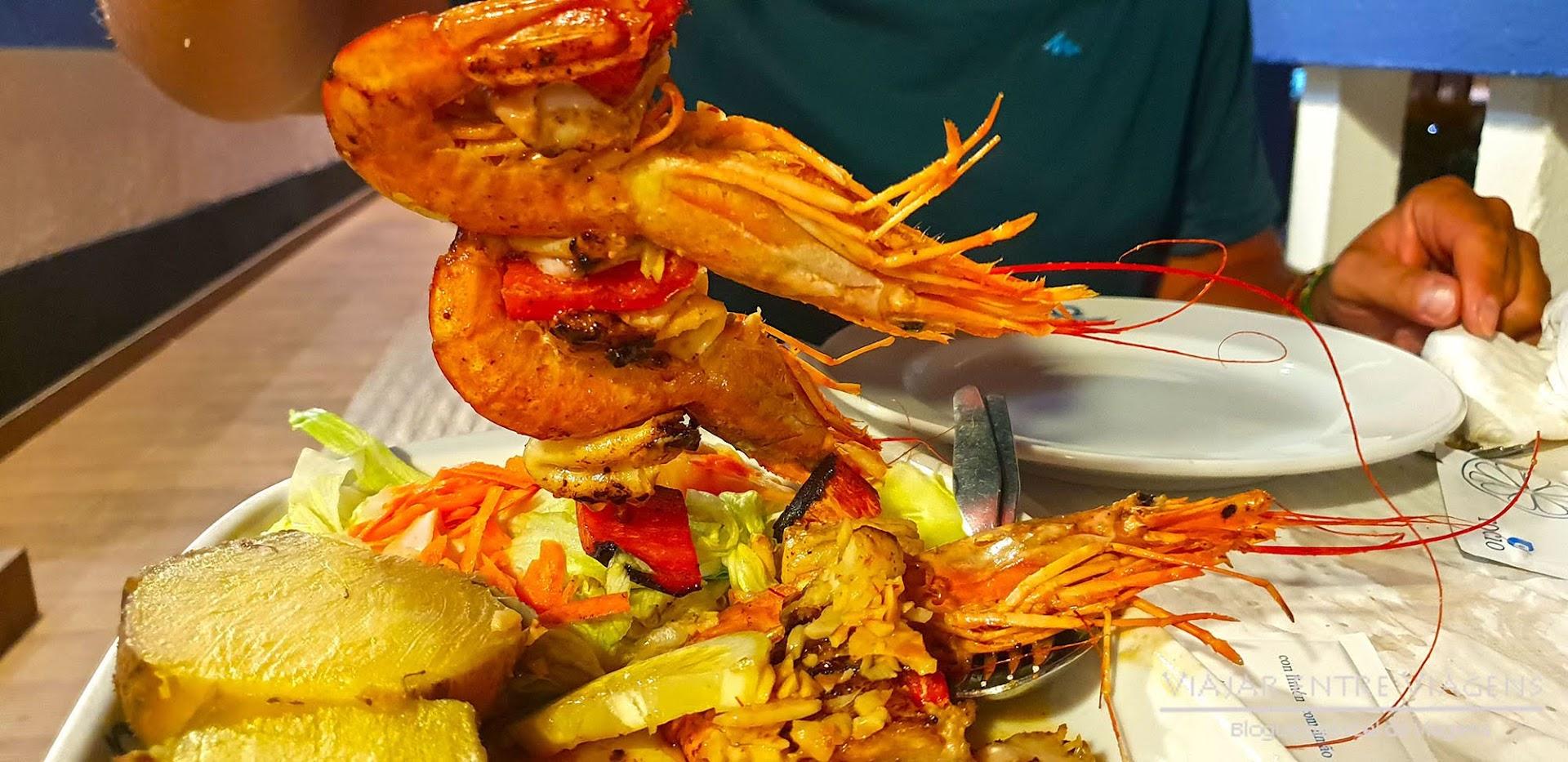 Deliciar-se com os mariscos no restaurante Beira Mar, na ilha Terceira