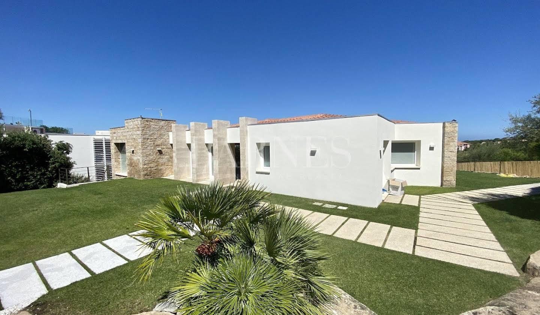 Villa with garden Olbia