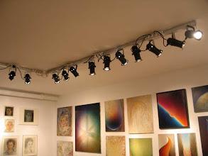 Photo: alles hangt en de belichting is klaar