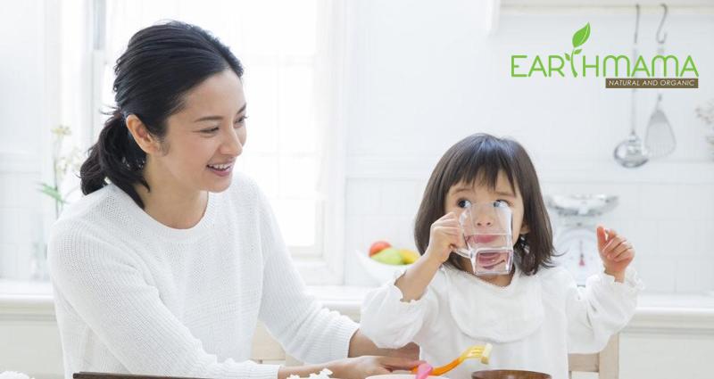 Khen bé ăn giỏi là cách để bé hào hứng hơn