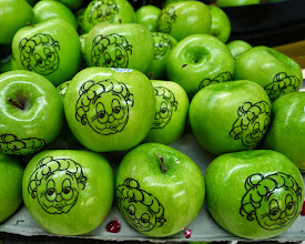 Photo: Gee, I wonder what kind of apples these are?