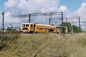 Photo: Dawna bocznica na Przedmieście Jakubskie, w tle 08-475 Unimat 4S {Toruń Wschodni; 2003-09-24}