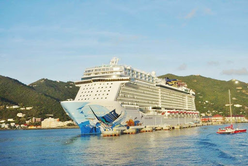 Norwegian_Escape_Tortola_Pier - Norwegian Escape at the cruise pier in Tortola, British Virgin Islands.