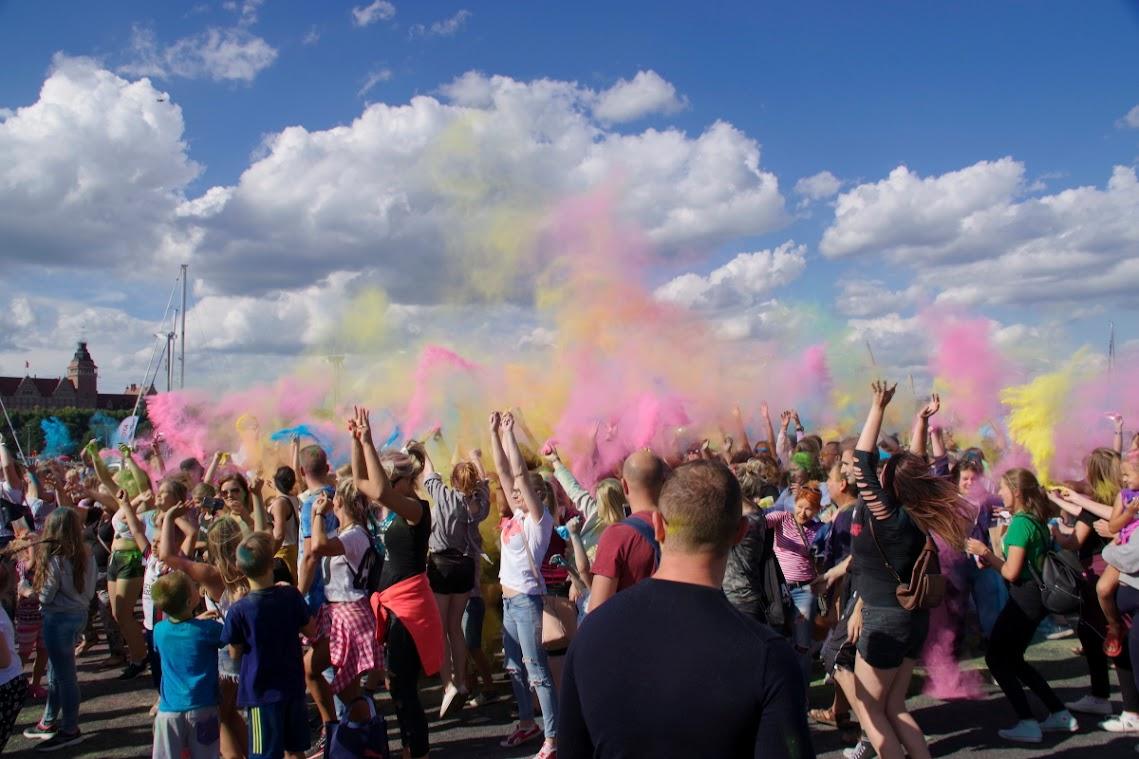 Splash of Colors. Jugendliche bei der gigantischen Farbschlacht. Foto: asc