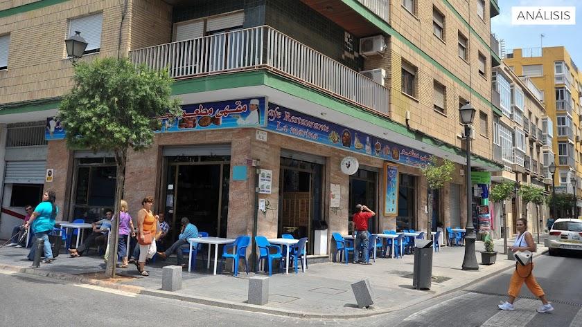 Establecimiento hostelero de comida marroquí en la calle Real de Almería.