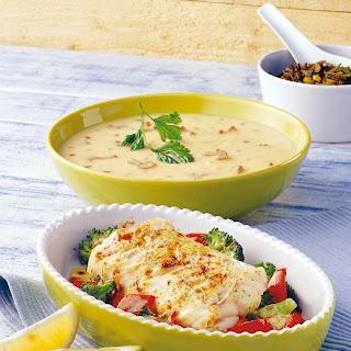Seelachsfilet mit Paprika-Broccoli in Rahmsauce überbacken