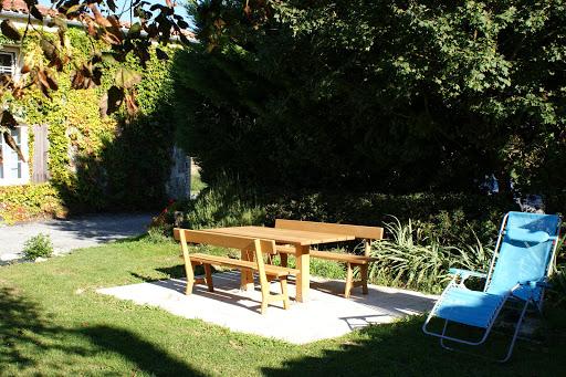 Mesa de jardin y barbacoa - Casa rural de alquiler para 6 a 7 personas en Surgeres cerca de La Rochelle costa atlantica de Francia