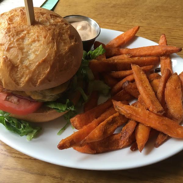 Bacon cheeseburger, GF bun, sweet potato fries, dark mayo