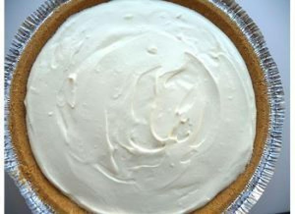 Spoon the filling into pie crusts. Then freeze for 3 hours or until firm.