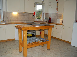 Photo: Aparte volledig ingerichte keuken