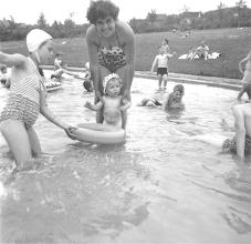 Photo: Sommer 1958: Ziel mancher Unternehmung war das Ischelandbad.